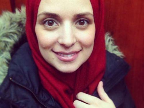 Foto: Intip Gaya Reporter Berhijab Asal Illinois, Mariam Sobh 1