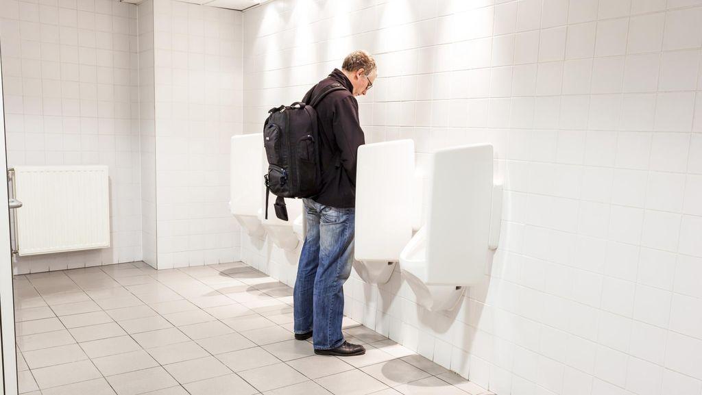 Untuk Pria Sehat, Kencing Duduk atau Berdiri Tak Banyak Berpengaruh