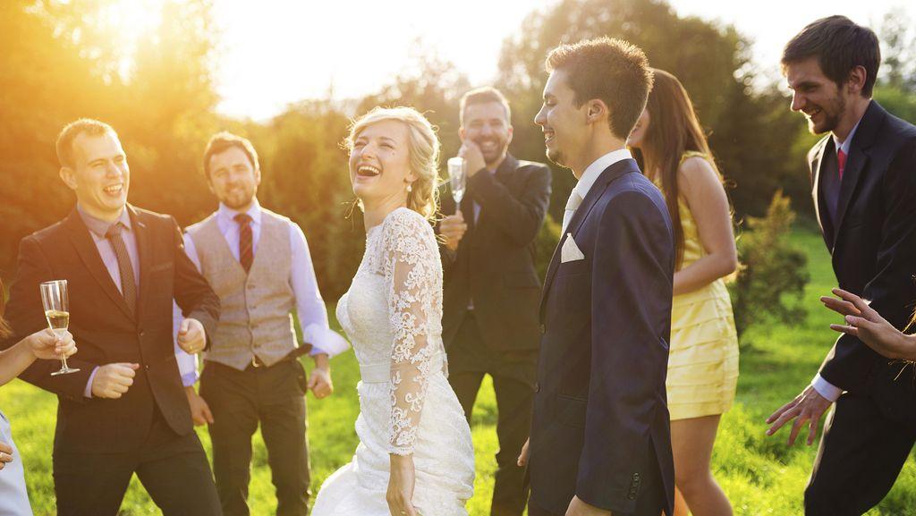 6 Alasan Menggelar Pernikahan Simpel Lebih Baik Ketimbang Pesta Besar