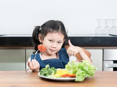 Cara Jitu Agar Anak Doyan Makan Sayur dan Buah