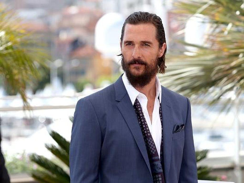Foto: 10 Aktor Tampan yang Jadi Hot Papa