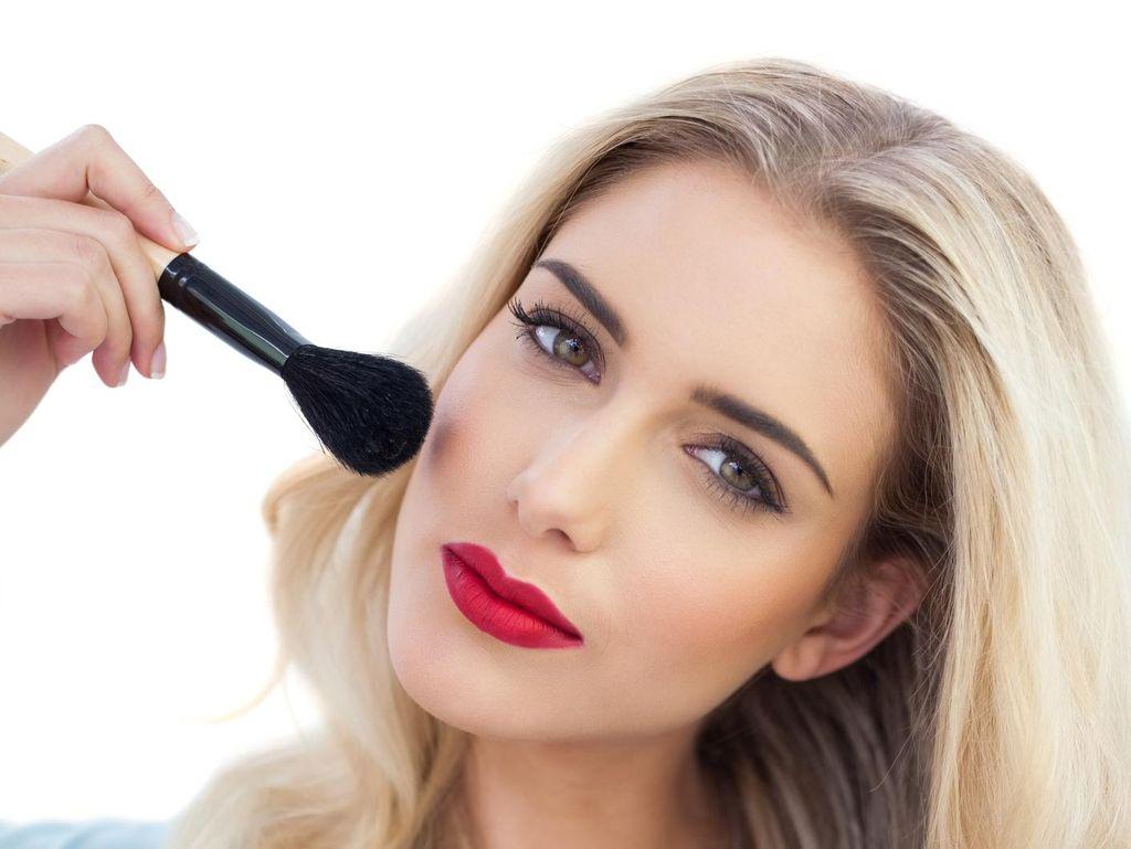 Ini Tanda-Tanda Makeup akan Kedaluwarsa dan Cara Mencegahnya