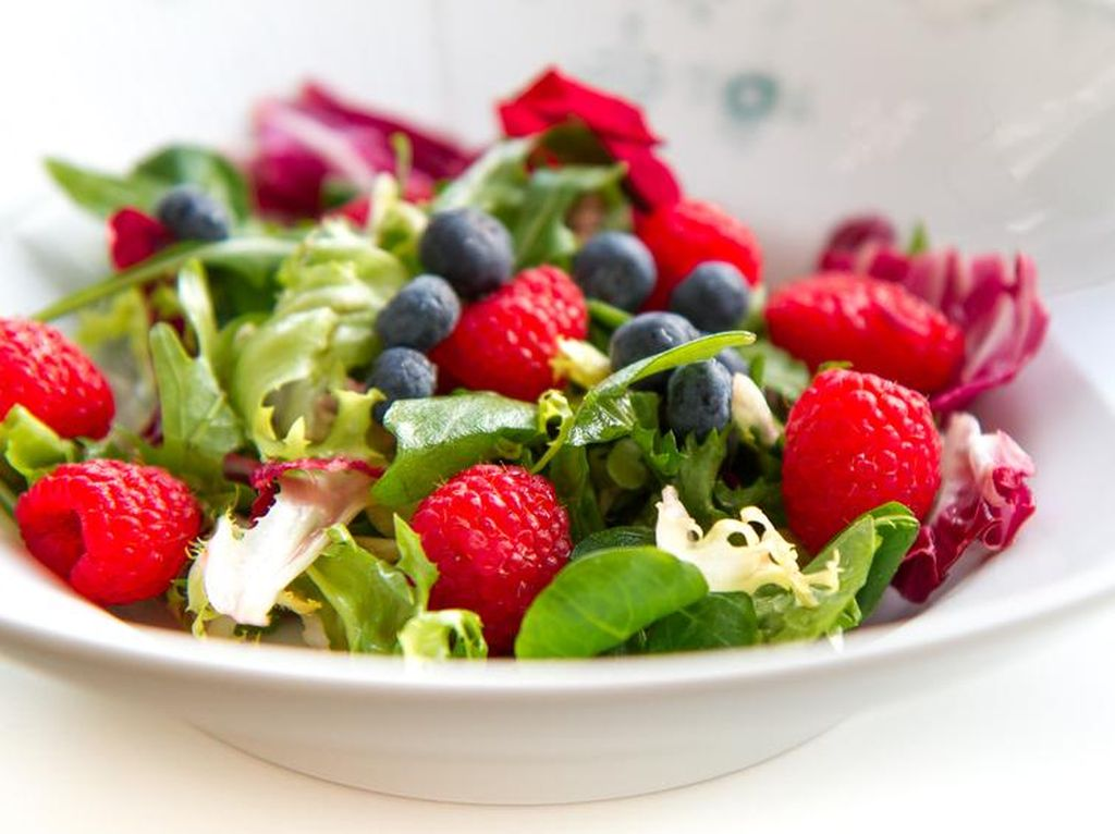 8 Makanan Ini Lebih Bernutrisi Saat Dimakan Mentah (2)
