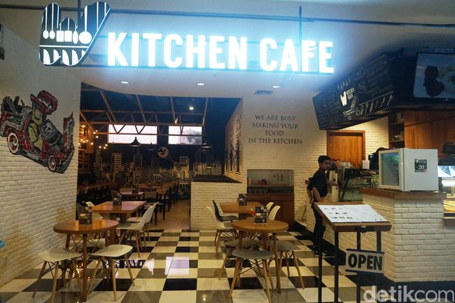 Makan di 39 dapur 39 bergaya rustic industrial w kitchen cafe for W kitchen cafe gandaria city