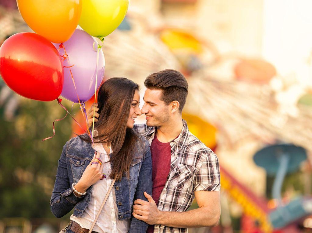 7 Tindakan Pria yang Terkesan Sepele Tapi Bisa Buat Hati Wanita Meleleh