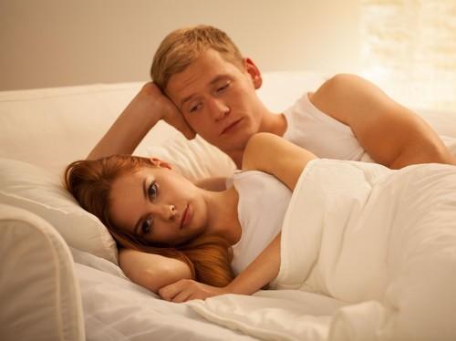 Ladies, Tahan Berbuat 5 Hal Ini Pasca Bercinta Kalau Tak Mau Suami Kesal