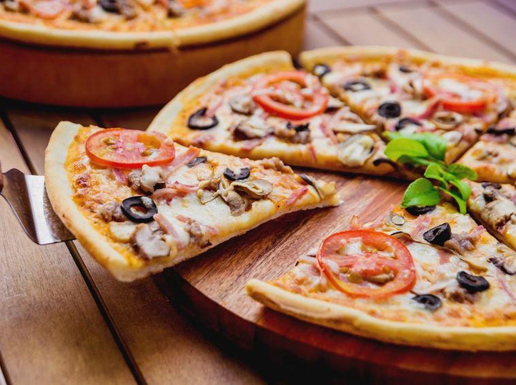 Begini Cara yang Benar Makan Pizza Neapolitan!