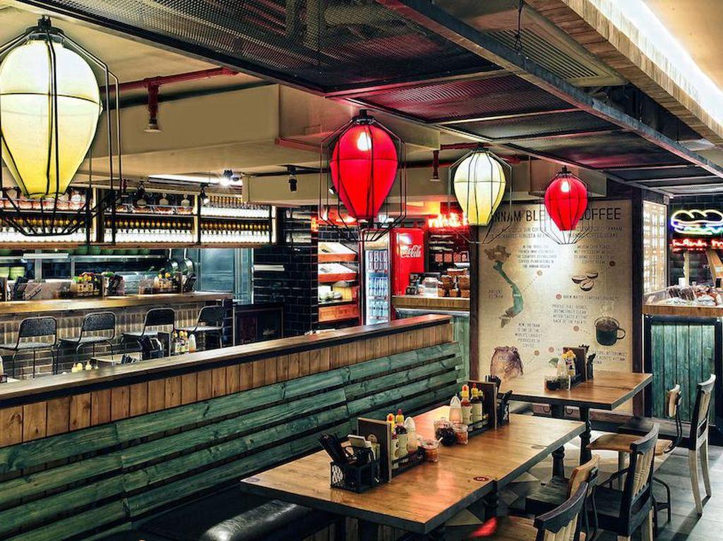 Di Noodle Bar Gaya Kaki Lima Ini Ada Hanoi Pho yang Segar Racikan Chef Nam