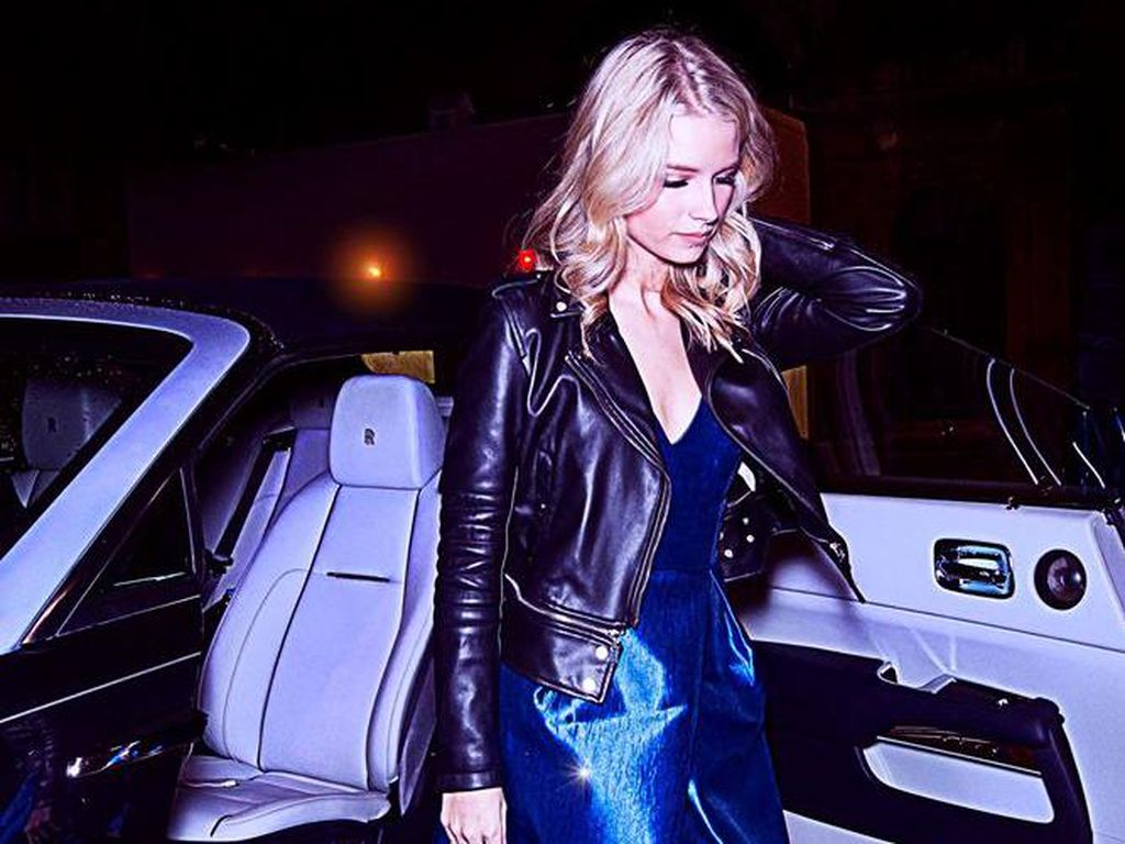 Lottie Moss dan Rolls-Royce Dawn