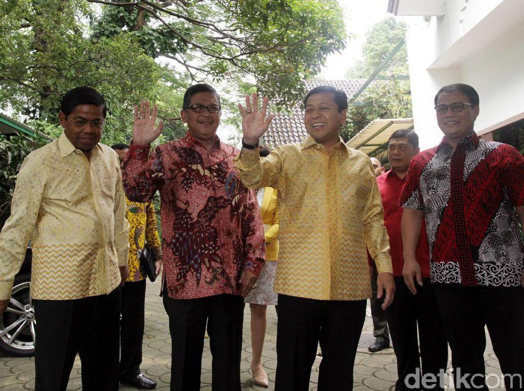 Mereka disambut oleh Sekjen PDIP Hasto Kristiyanto dan Wasekjen PDIP Ahmad Basarah.