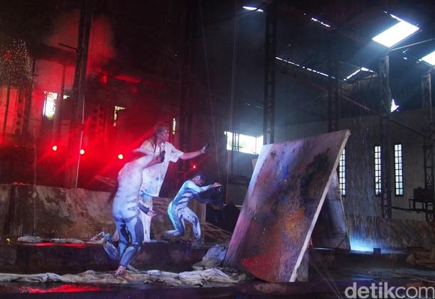 Sardono dalam Fabriek Fikr 2