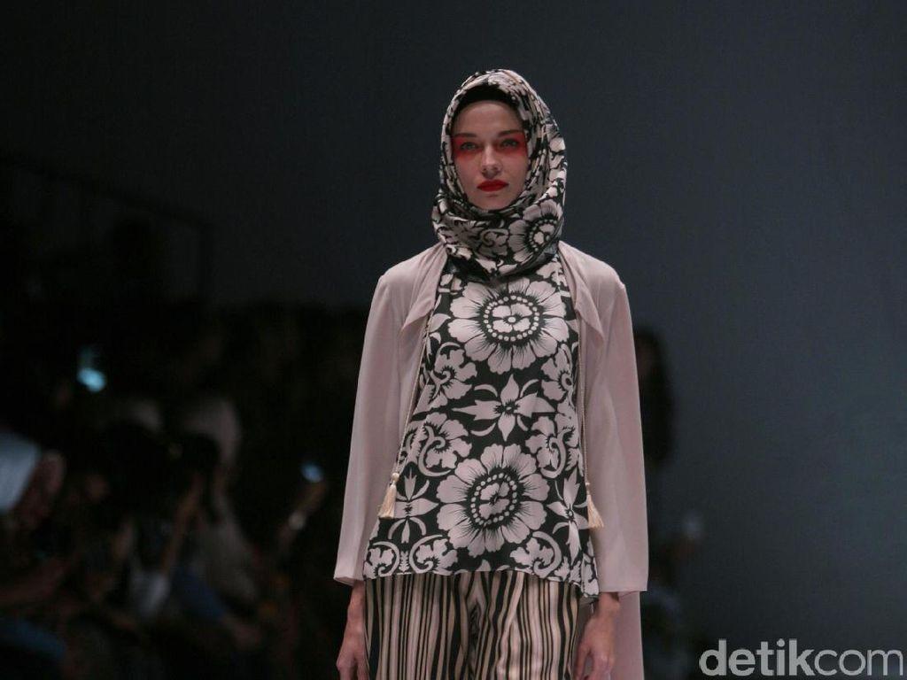Foto: Koleksi Itang Yunasz di Jakarta Fashion Week 2017