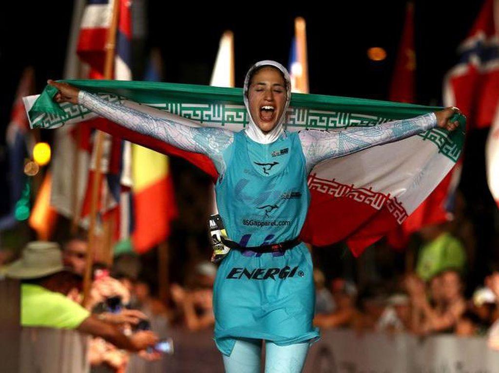Shirin Gerami, 26 tahun, menjadi atlet putri Iran pertama yang tampil dalamIronman World Champions 2016. Dia mencatatkan diri sebagai atlet triathlon pertama Iran yang tampil di level dunia. (Foto: Ist.)