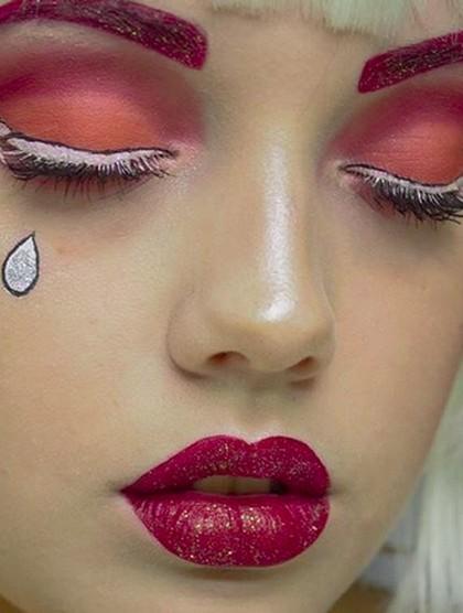 5 Kosmetik dengan Warna Hologram untuk Pecinta Unicorn