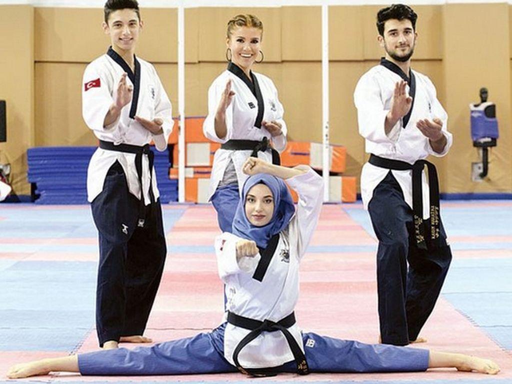 Atlet Taekwondo Turki, Kubra Dagli, sukses meraih medali emas beregu dari nomor Poomsae dalam Kejuaraan Dunia Taekwondo di Lima, Peru, Oktober 2016. (Foto: dok. pribadi via Instagram)