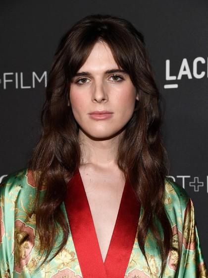 Hari Nef, Model Transgender Pertama untuk Iklan LOreal Paris