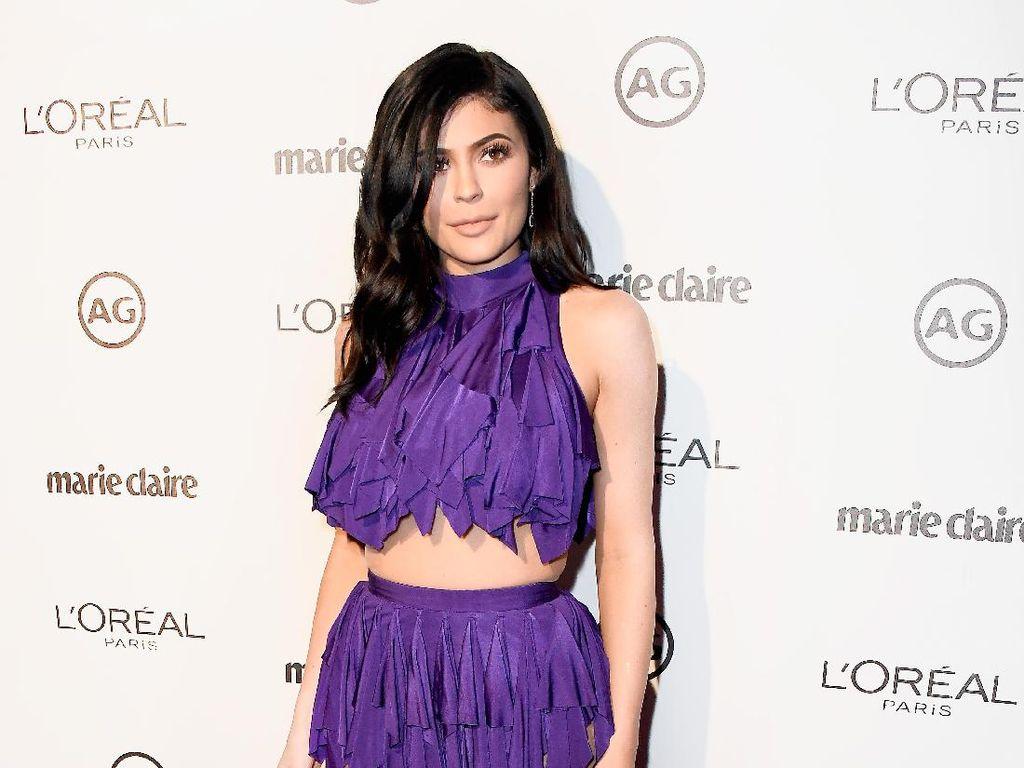 Kylie Jenner Buka Toko di New York, Penggemar Antri 3 Hari Sebelumnya