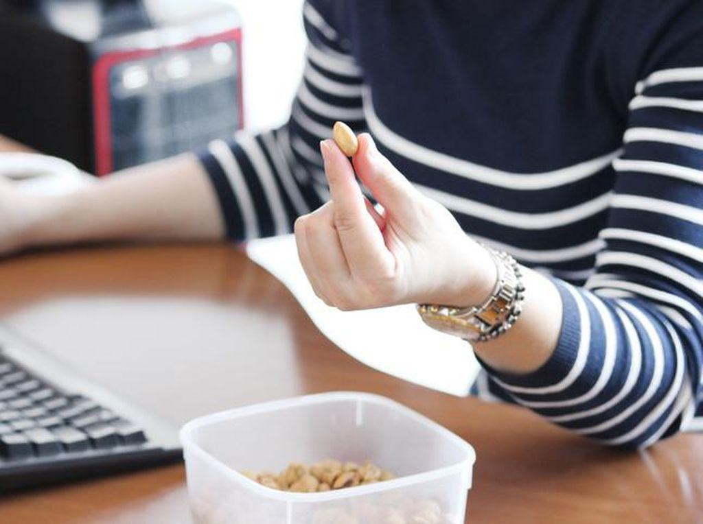 Sedang Diet? Ini 10 Camilan yang Bisa Bantu Turunkan Bobot (2)