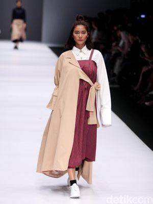Foto: Koleksi IKYK for Korean Cultural di Jakarta Fashion Week 2017