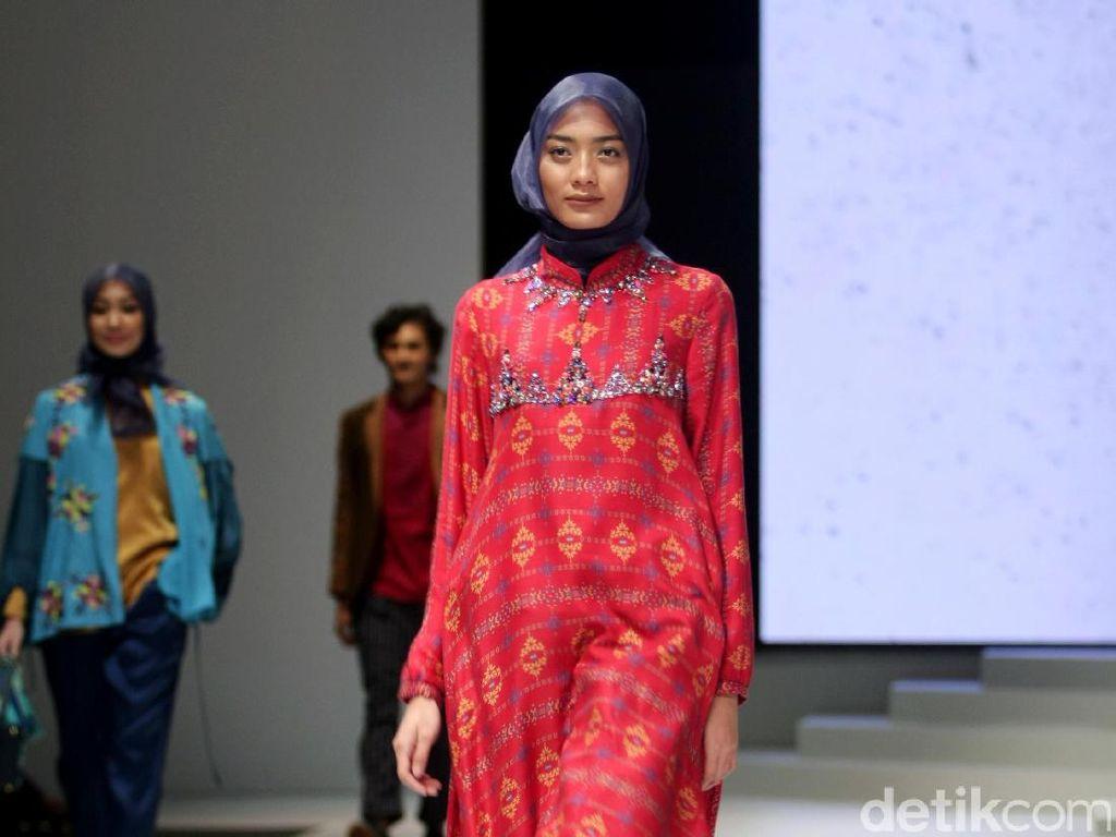 Foto: Koleksi Shafira di Indonesia Fashion Week 2017