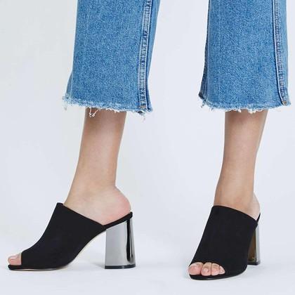 Tampil Klasik dengan 5 High Heels Hitam di Bawah Rp 500 Ribu