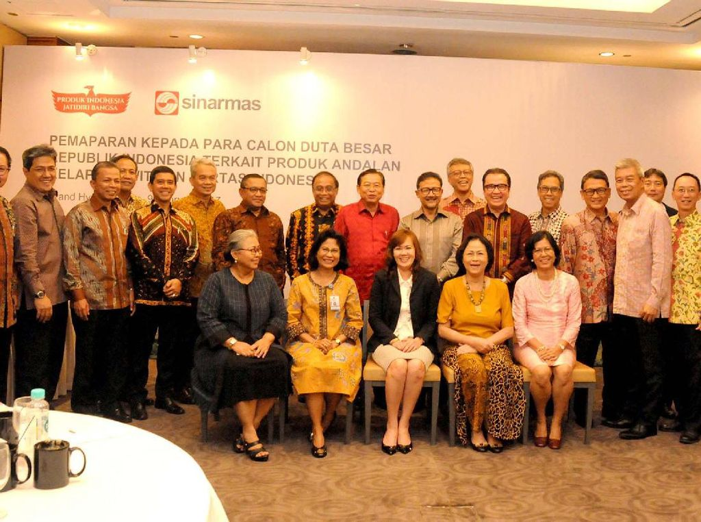 Diharapkan duta besar juga mengemban misi diplomasi ekonomi untuk mengenalkan produk-produk andalan Indonesia di negara penempatannya. Pool/Sinar Mas. Pool/APHI.