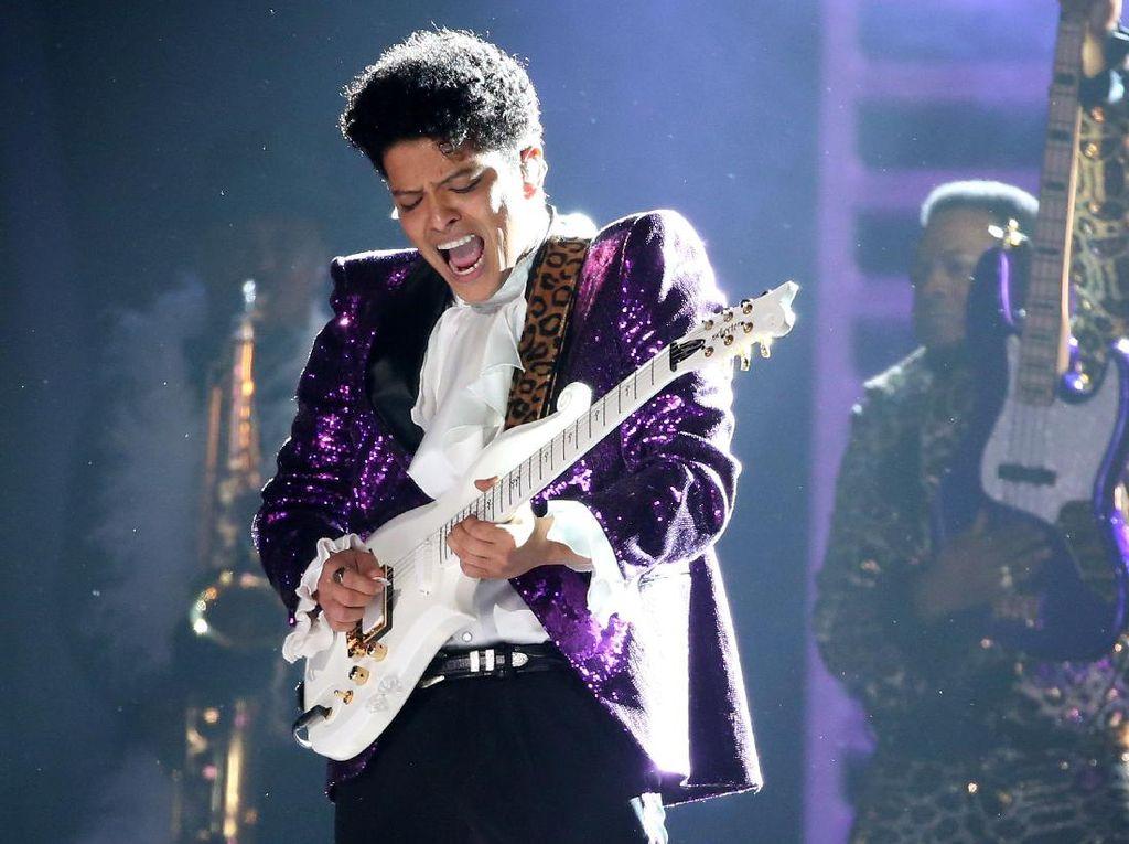 Respect! Tribute untuk David Bowie hingga Prince di Grammy 2017