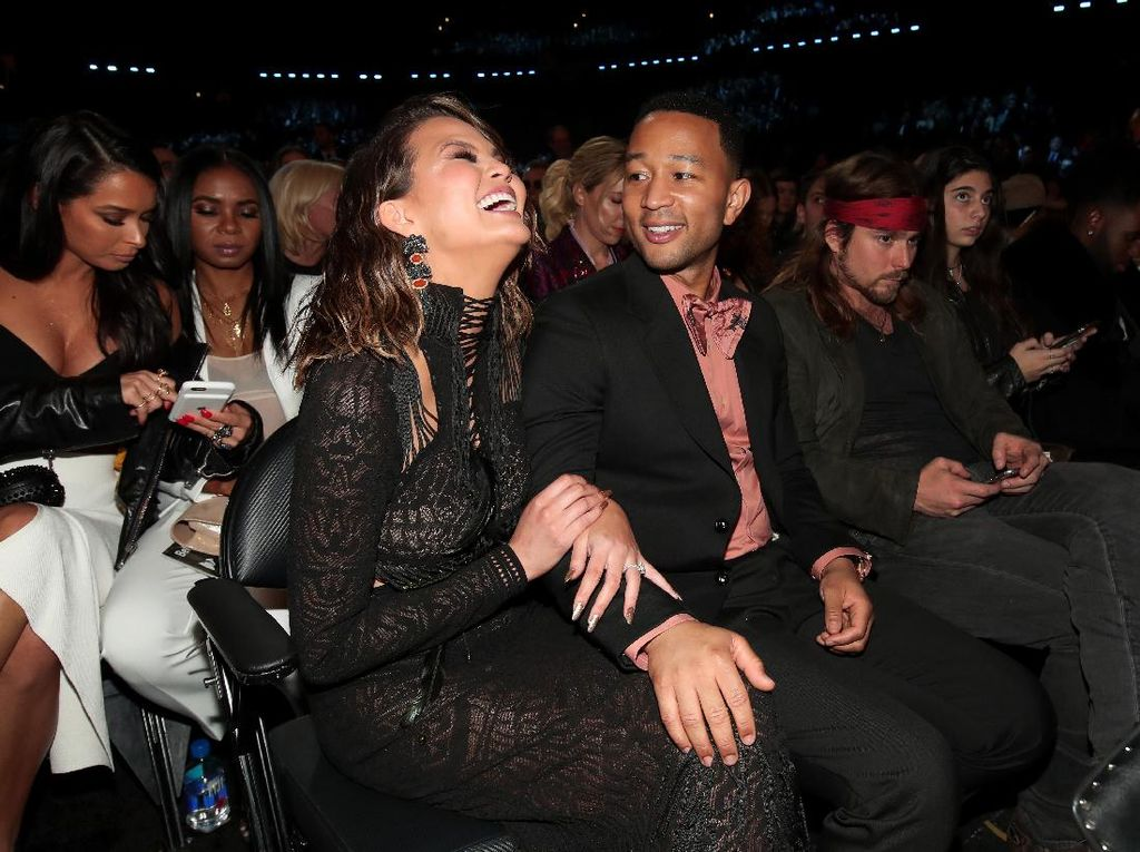 Dilabeli Relationship Goals, Chrissy Teigen & John Legend Tak Setuju