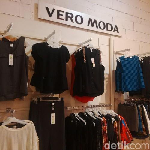 Baju Kerja Diskon 70% di Kuningan City, Blus Mulai dari Rp 150 Ribu