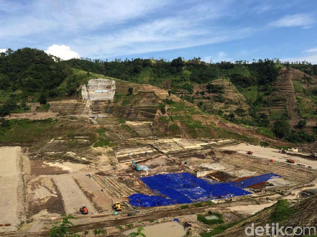 Ini penampakan pembangunan Waduk Logung di Kabupaten Kudus, Jawa Tengah, Jumat (17/2/2017).