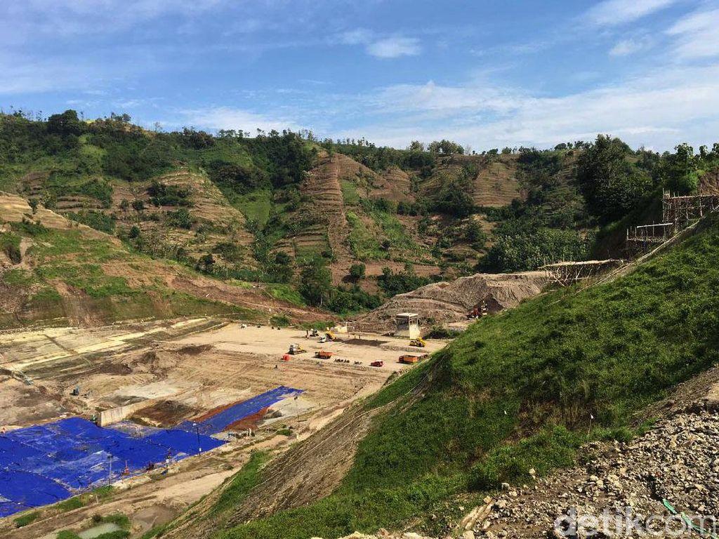 Proyek Waduk Logung sendiri merupakan infrastruktur irigasi yang dibangun dengan membendung Kali Logung dan Kali Gajah. Dengan luas genangan mencapai 144 hektar, bandungan tersebut dapat menampung air sebanyak 20 juta meter kubik.