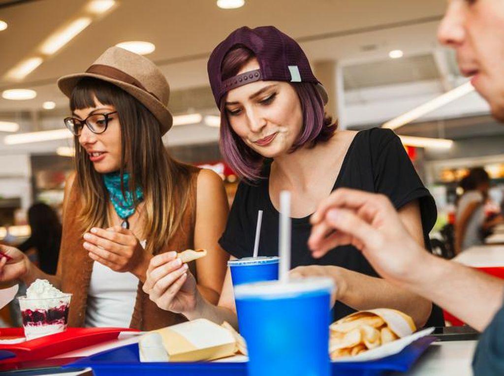 Meskipun Kurus, Wanita yang Rutin Konsumsi Junk Food Berisiko Kanker