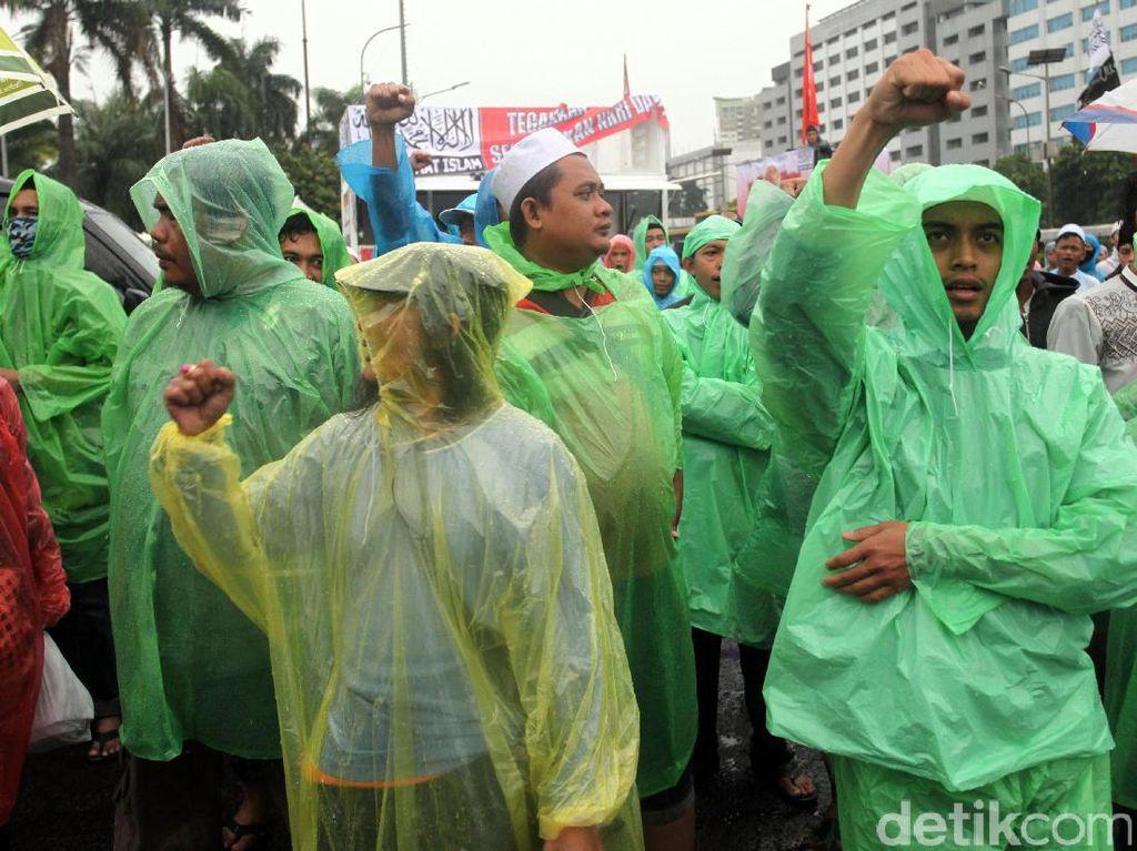Massa Aksi 212 Jilid II Berdatangan ke DPR