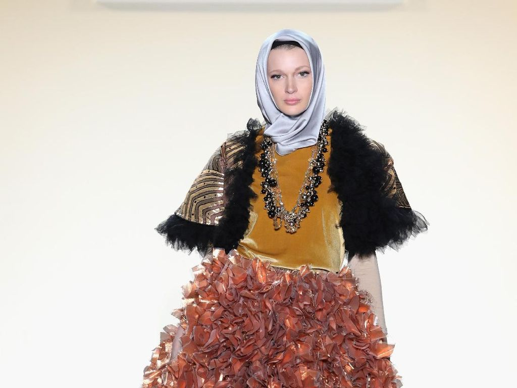 Foto: Koleksi Busana Anniesa Hasibuan di New York Fashion Week