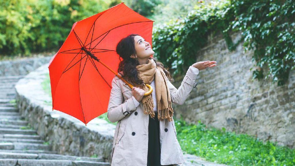 Ini Yang Harus Dipakai Agar Tetap Stylish Saat Musim Hujan