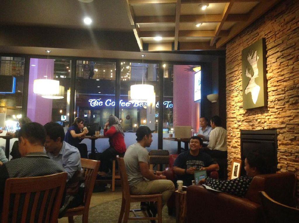 Caribou Coffee asal Amerika Serikat buka di Indonesia sejak tahun 2015. Selain di Senopati, cabangnya juga ada di Cilandak Town Square.