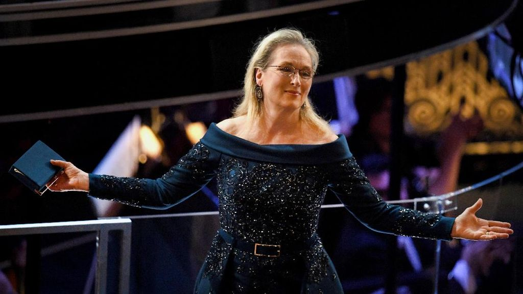 Ini Gaun yang Dipakai Meryl Streep di Oscar Pasca 'Ribut' dengan Chanel