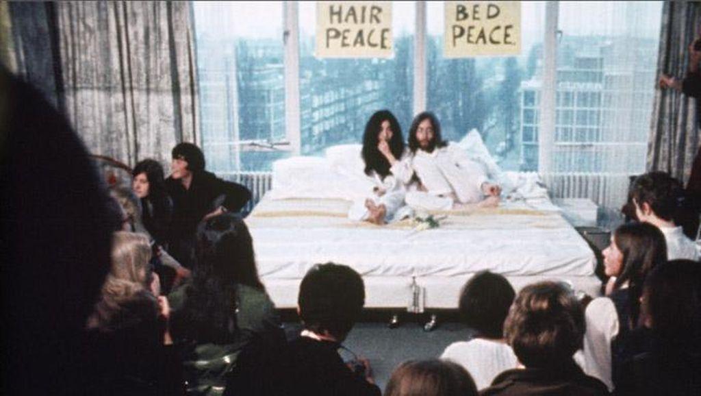 Ada Apa di Bekas Kamar Hotel John Lennon dan Yoko Ono?
