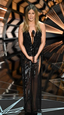 Duh, Gaun Jennifer Aniston di Oscar Ternyata Pernah Dipakai J-Lo