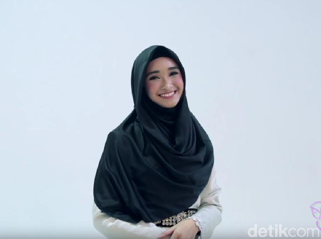 10 Tutorial Hijab Segi Empat Simpel dan Cepat