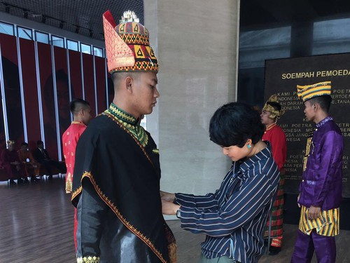 Ketika Paspampres Pakai 34 Baju Adat untuk Sambut Raja Salman di Istana Bogor