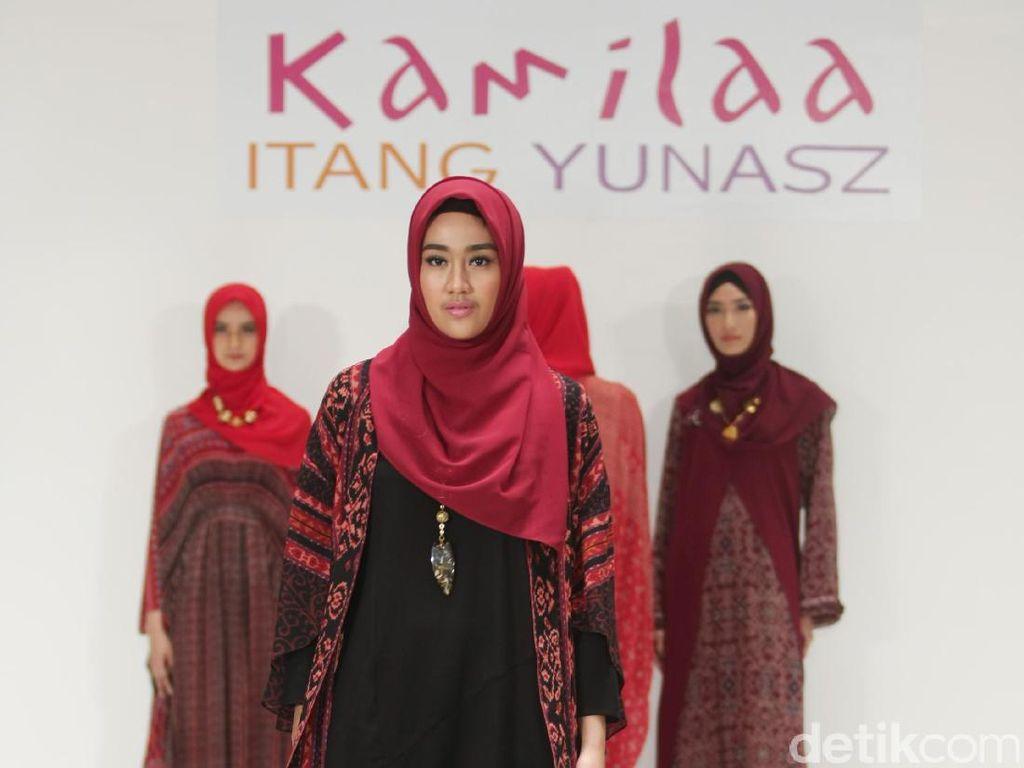 Foto: Koleksi Busana Kamilaa by Itang Yunasz di Tanah Abang