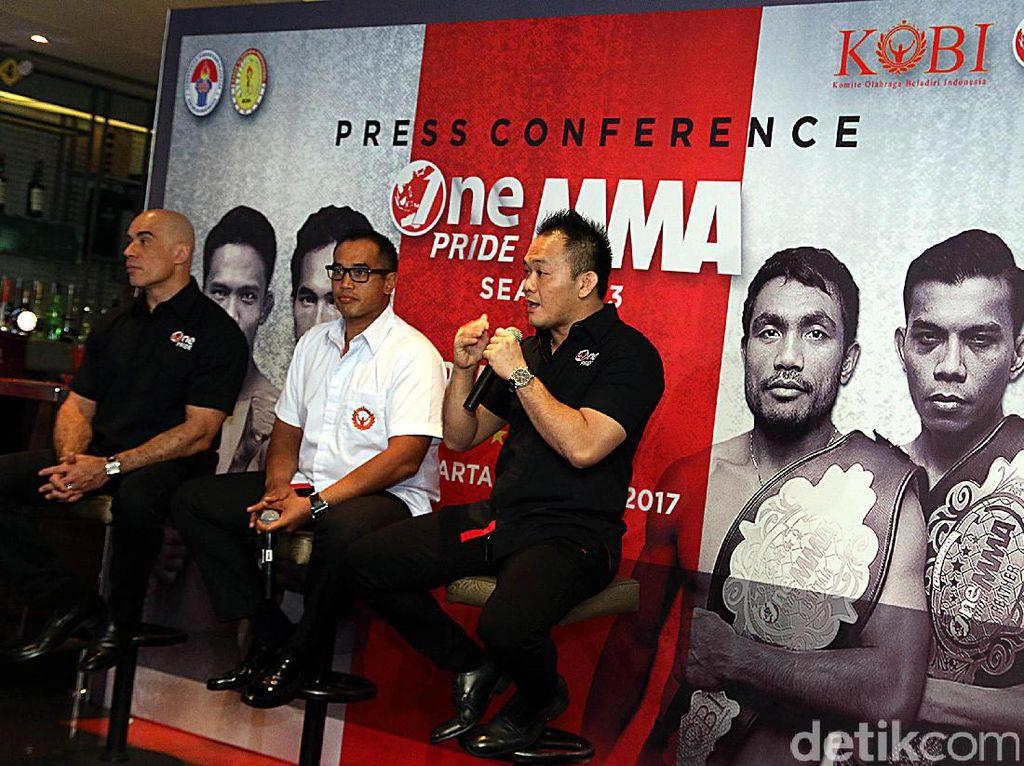 One Pride MMA season 3 ini juga akan menghadirkan para petarung berprestasi yang sebelumnya telah tampil di season 1 dan 2, khususnya di kelas straw putra, seperti Adi Paryanto, Brianata Rosadhi, Edowar Firnanda.