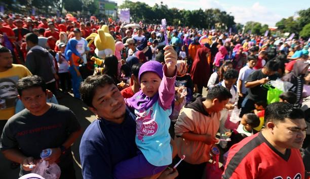 Aksi Sikat Gigi Massal Ayah dan Anak