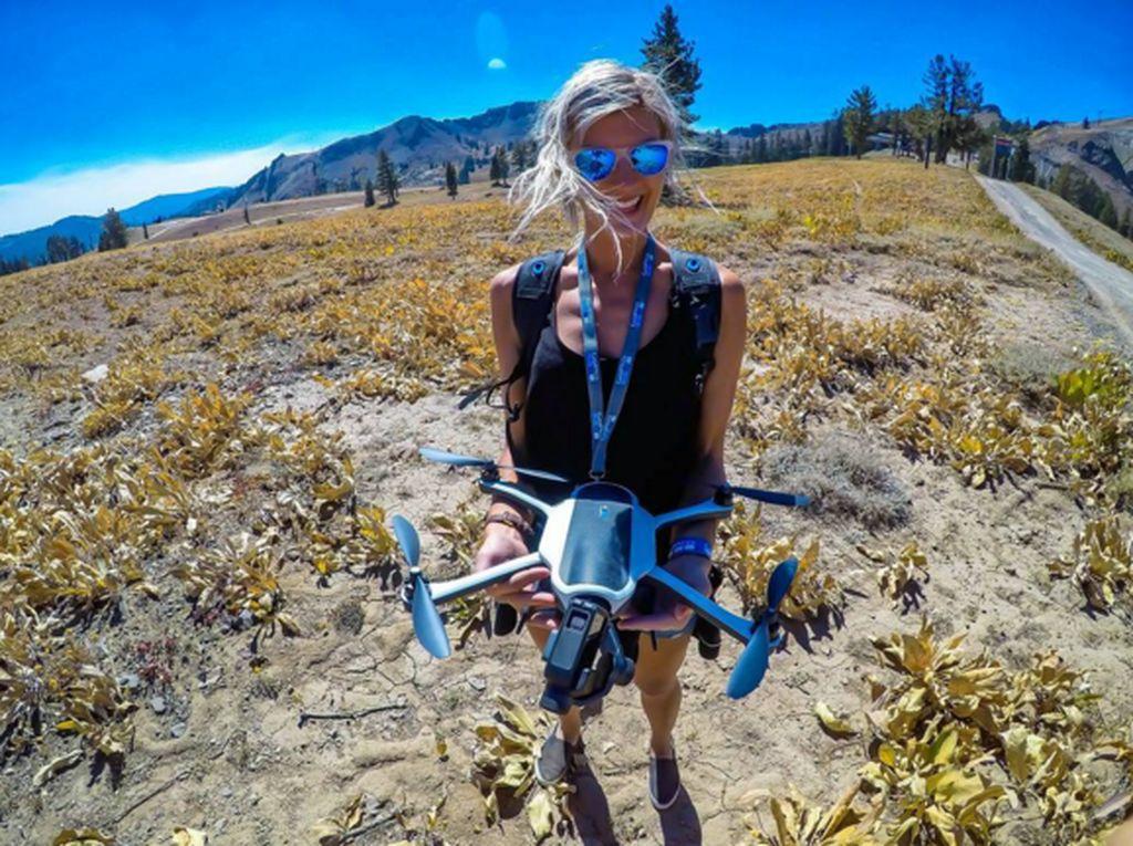 Drone menjadi salah satu alat penting bagi Maria untuk mendapatkan foto yang bagus. (Foto: Instagram/pilotmaria)