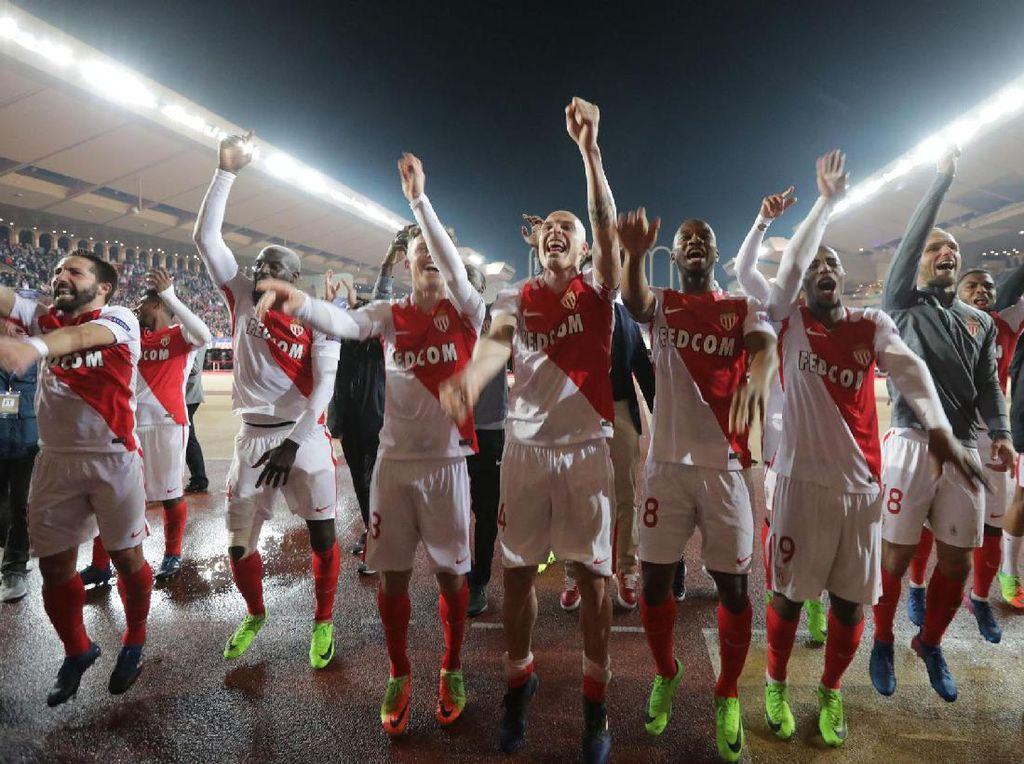 Para pemain AS Monaco merayakan kemenangan. Pool/Eric Gaillard/Reuters/detikFoto.