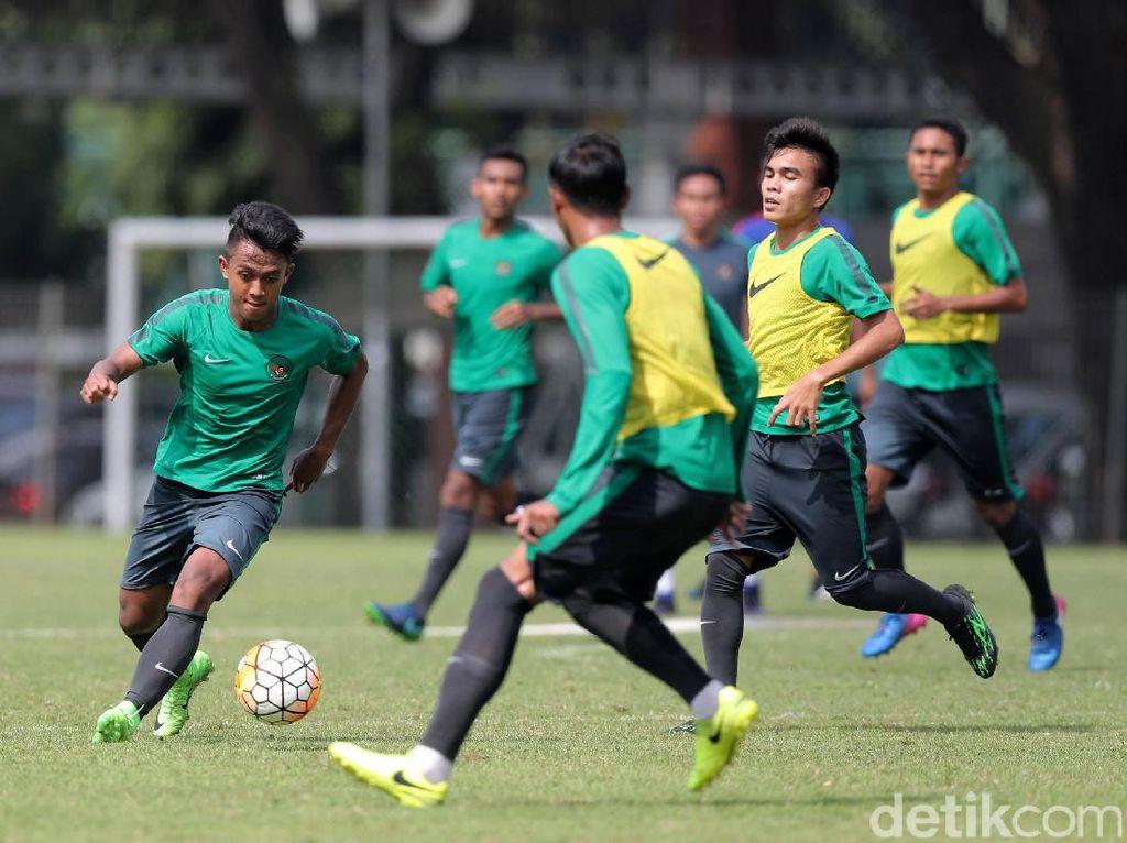 Timnas Indonesia akan menjajal Myanmar di Stadion Pakansari, Cibinong, Bogor pada 21 Maret mendatang. Ujicoba tersebut merupakan debut pertandingan Luis Milla bersama timnas Indonesia.
