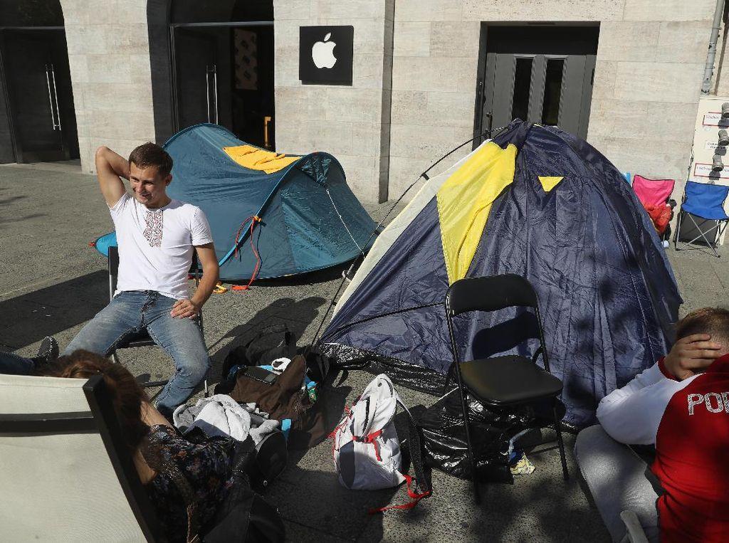 Kala itu, fanboy di Jerman sampai rela memasang tenda. (Foto: GettyImages)