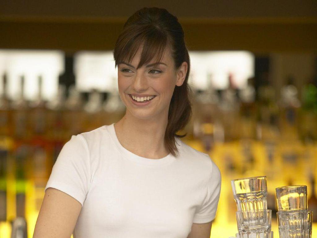 Pelayan Cantik Bisa Dapat Uang Tip Lebih Banyak, Ini Alasannya Menurut Studi