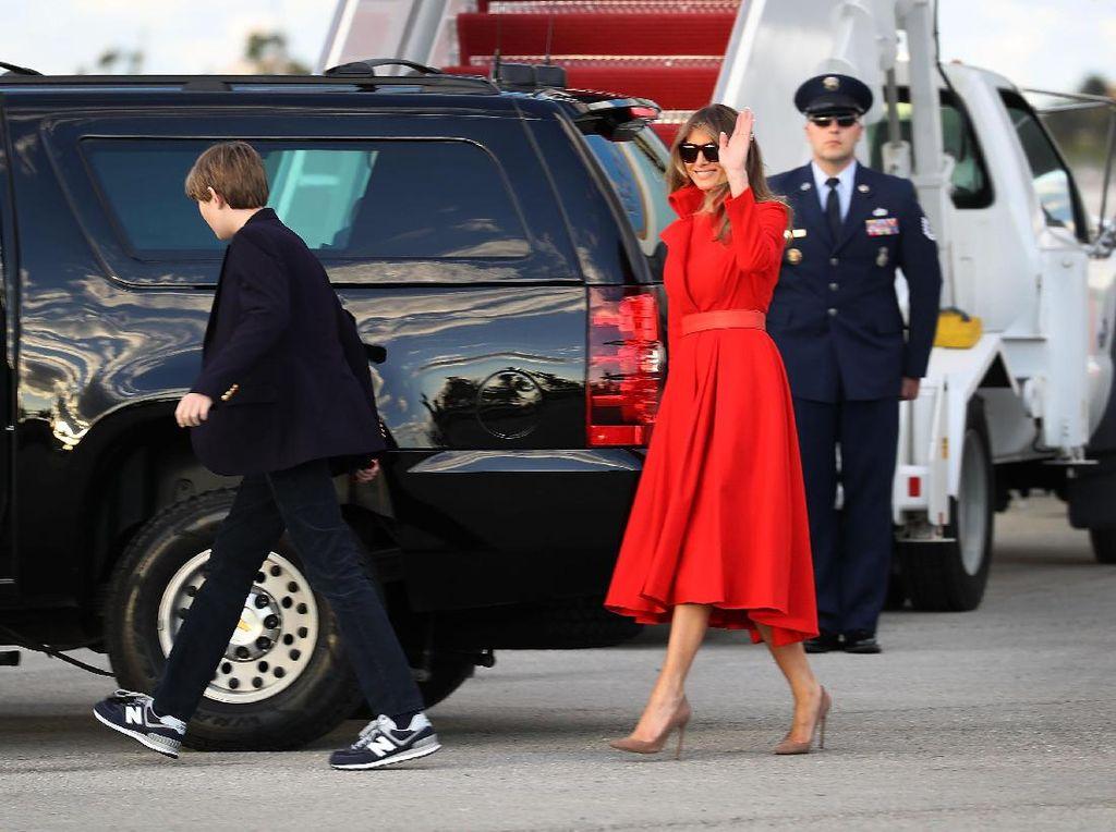 Muncul Petisi untuk Mendesak Melania Trump Cepat Pindah Ke Gedung Putih